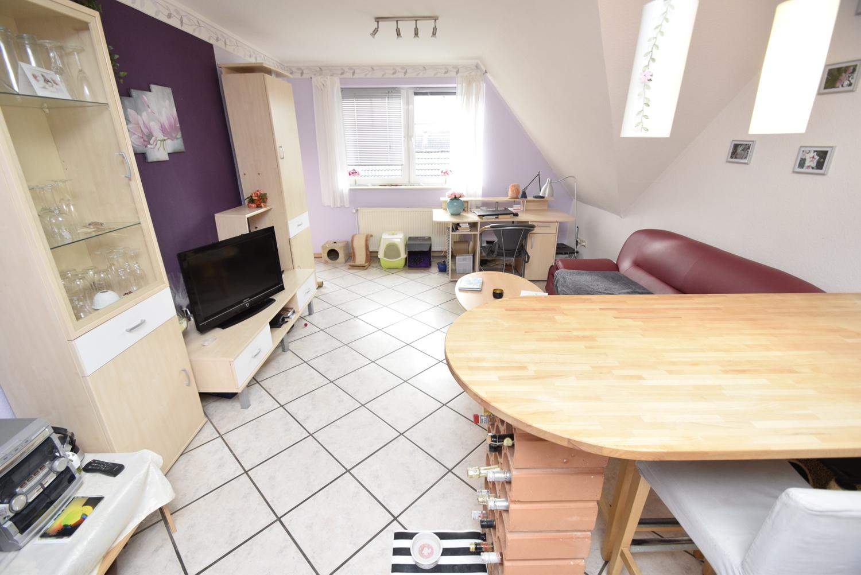 10. Blick von der Küche ins Wohnzimmer