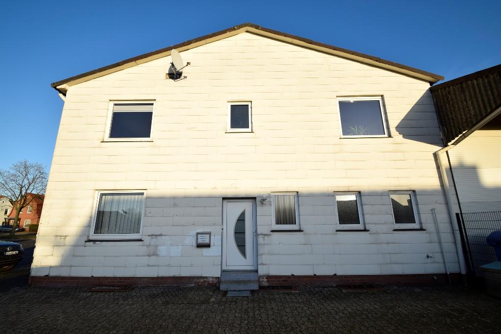 4 Giebelseite mit Hauseingang für das Obergeschoß