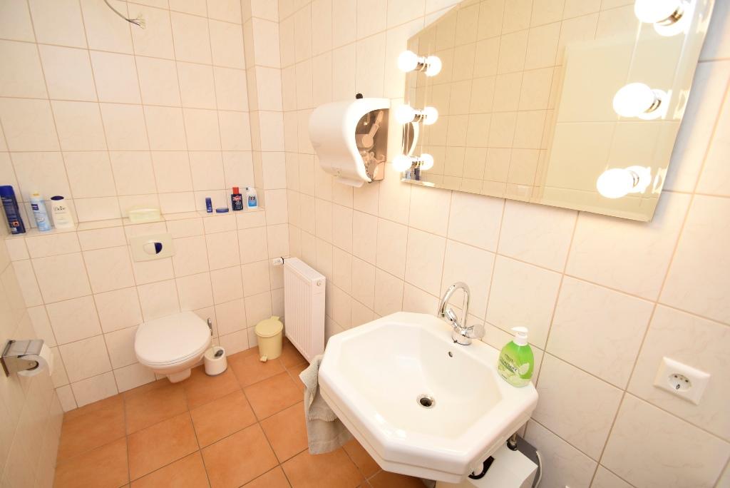 9 Damen WC