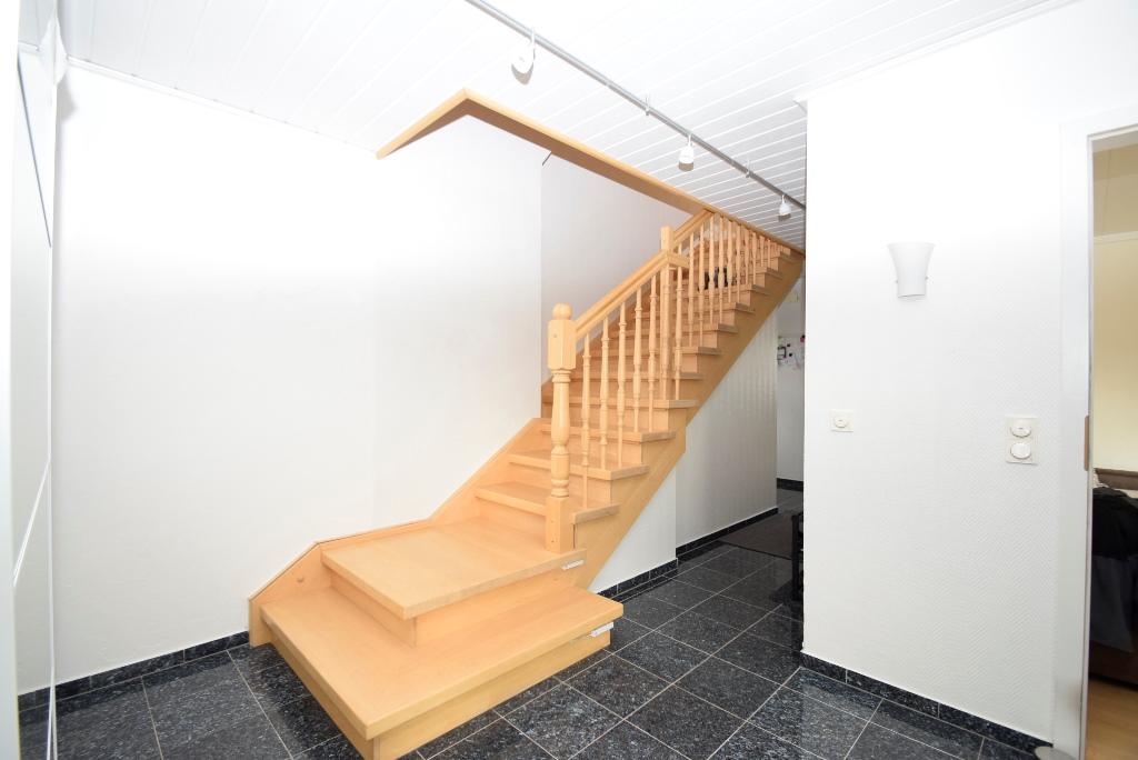 8. Treppenaufgang zum Obergeschoß
