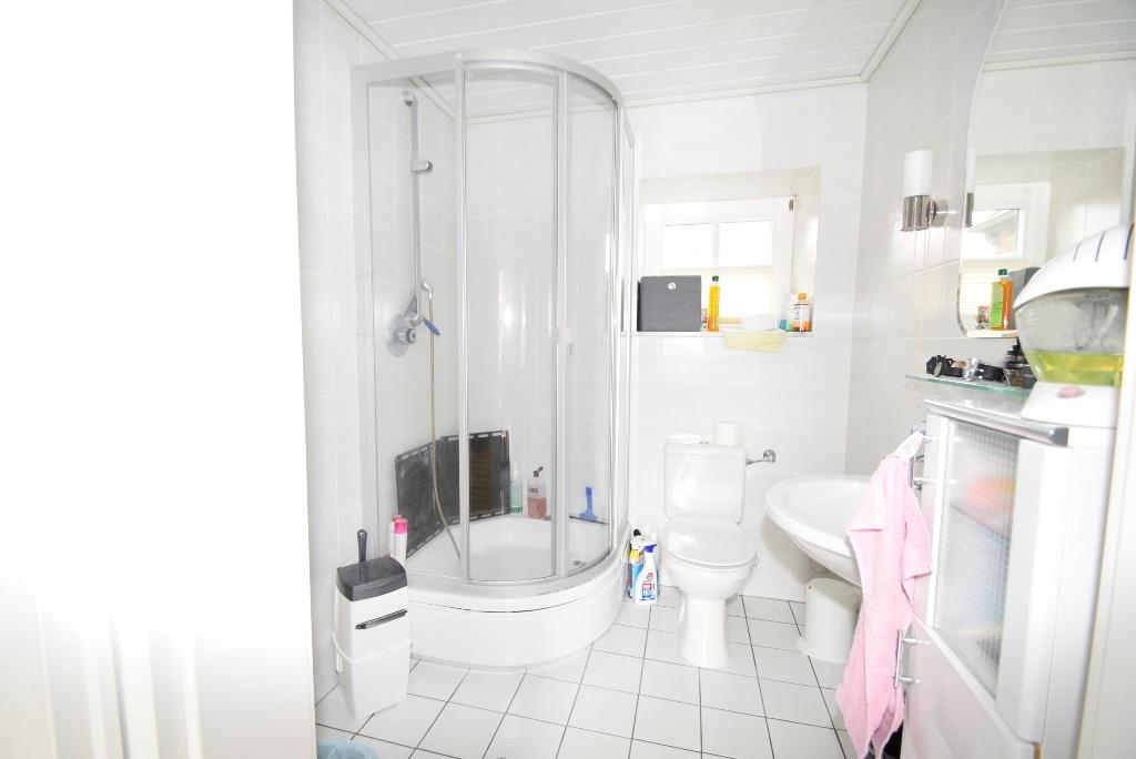 9. Gäste WC mit Dusche