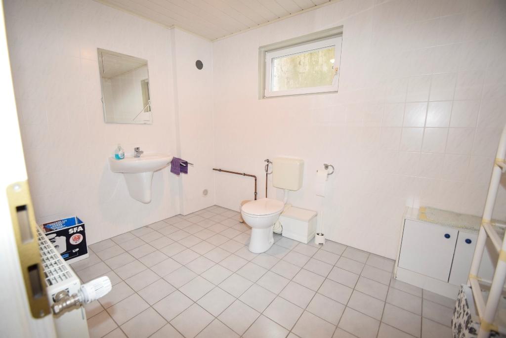 21. Gäste Bad mit WC und Hebeanlage im Keller