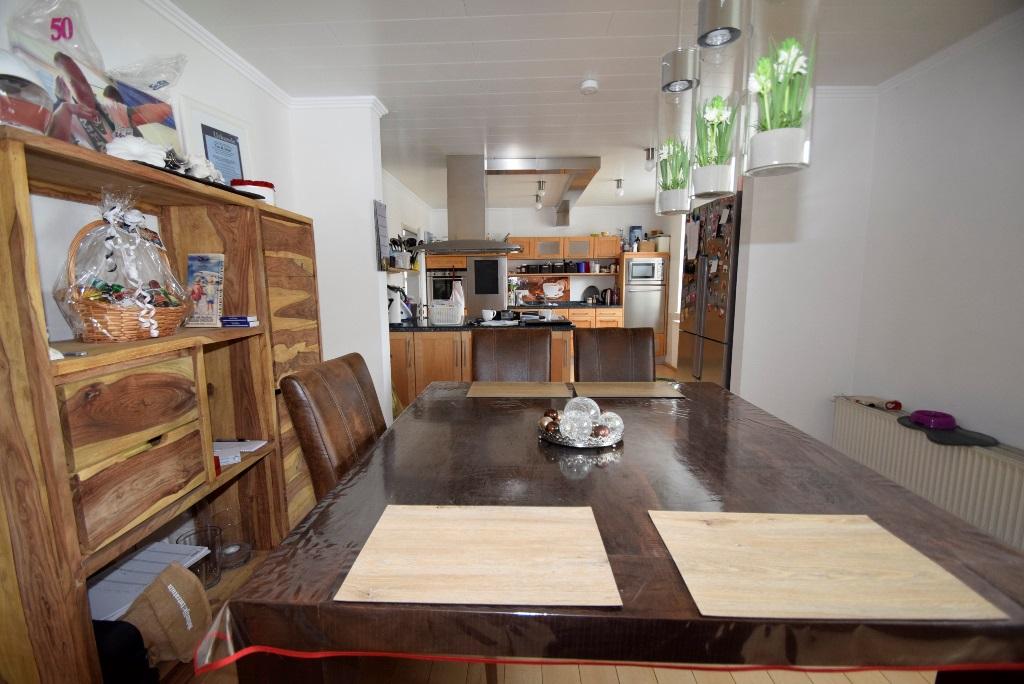24. Essbereich vor der Küche