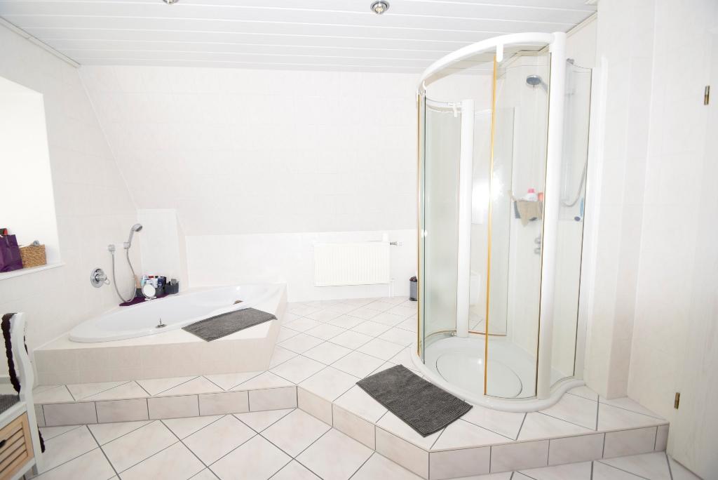 35. Dusche im Elternbad im OG