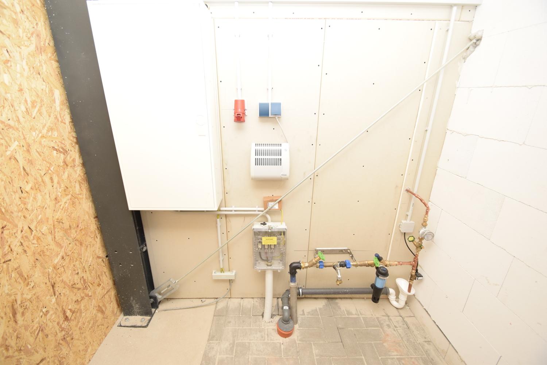 Energieanschlußraum mit Frostwächter, Wasseranschluß und Sicherungskasten