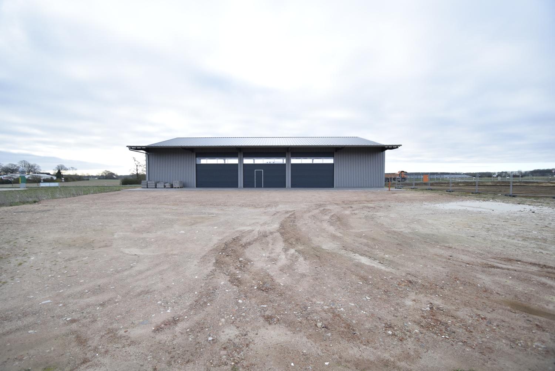 Lagerhalle mit 3 Rolltoren und Außenstellfläche