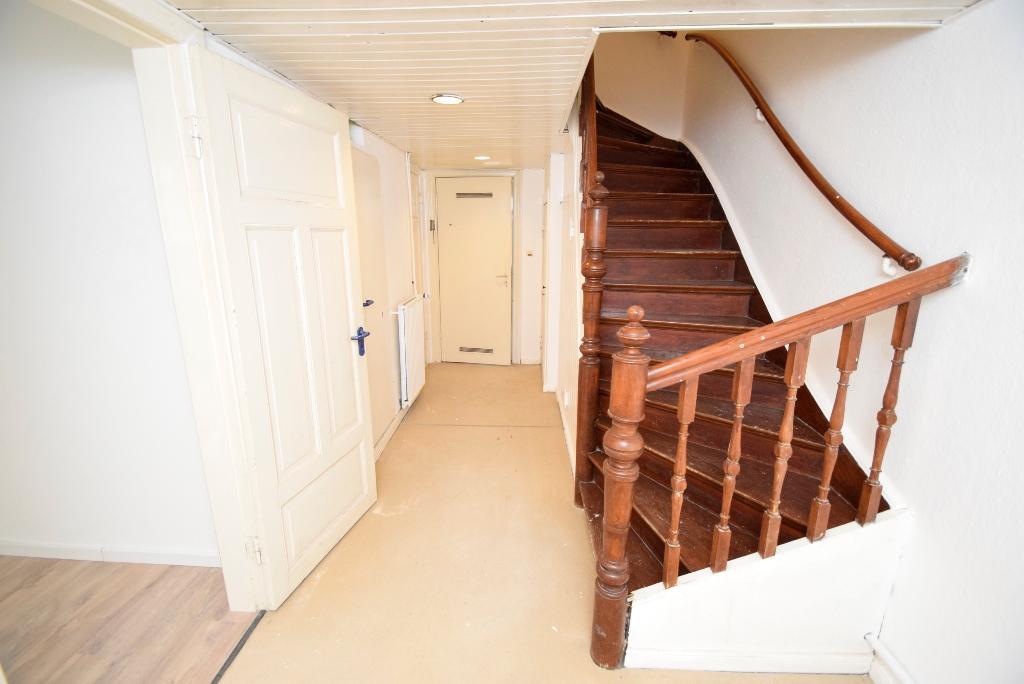 Flurbereich mit Treppenaufgang im Souterrain