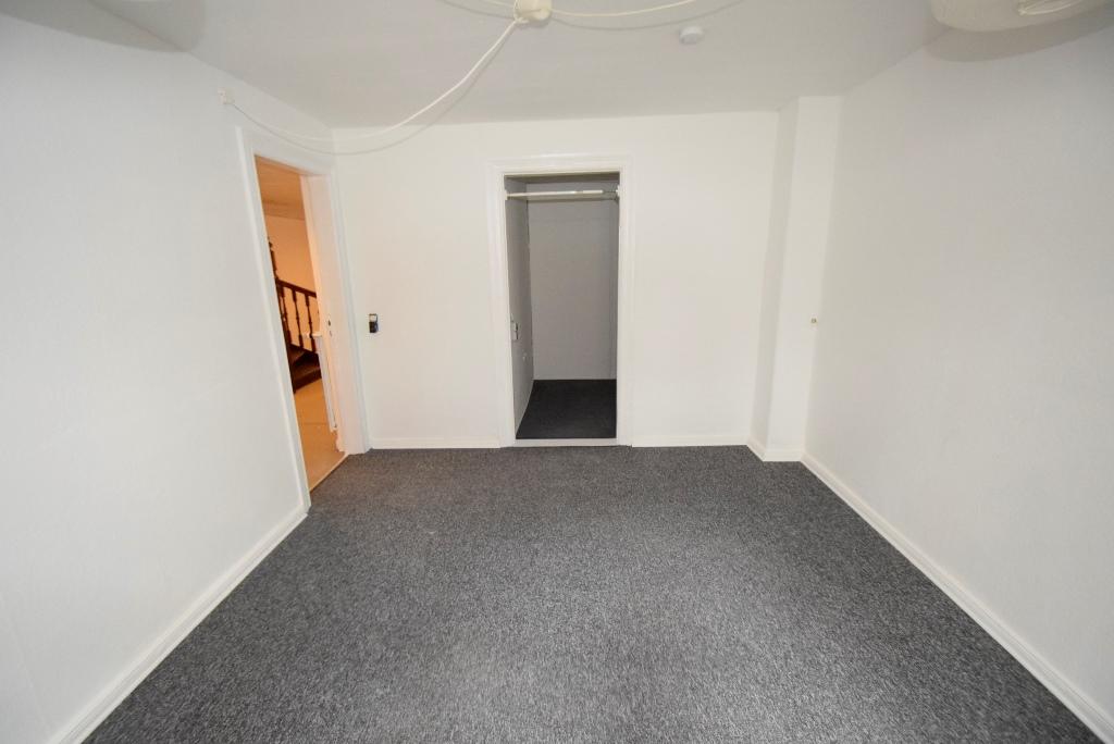 Souterrainzimmer mit Kleiderzimmer