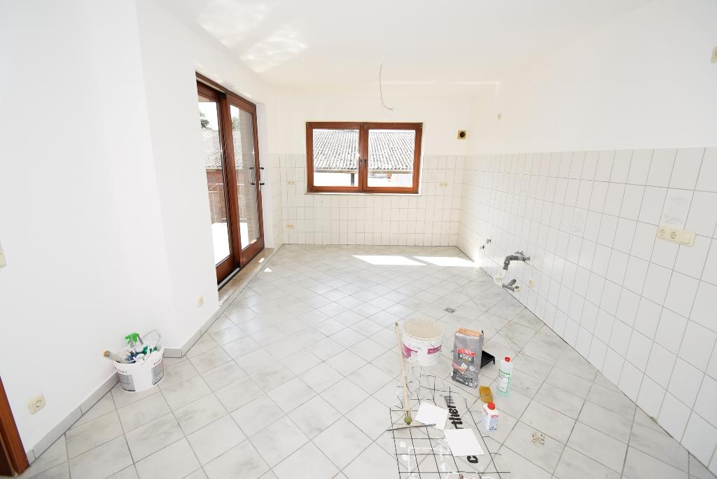 2.Küche mit Zugang zum Balkon