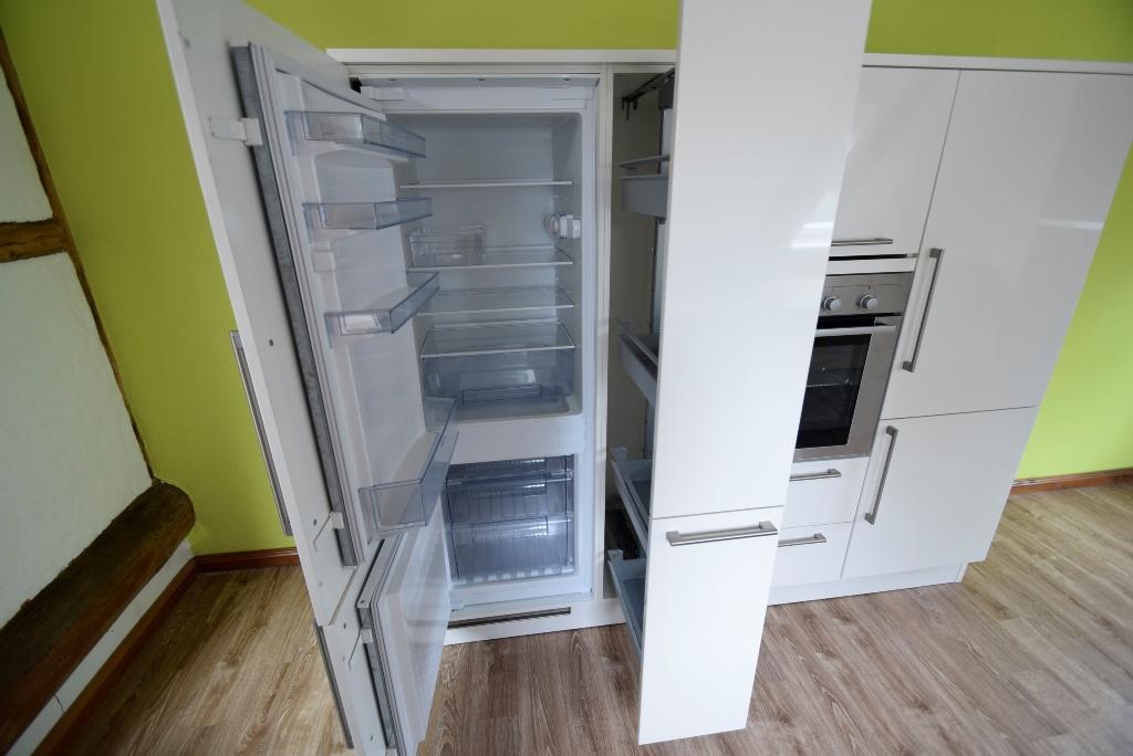 Kühl- und Gefrierkombi, Apothekerschrank