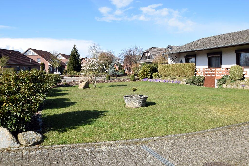 Rasenfläche und Gartenstück