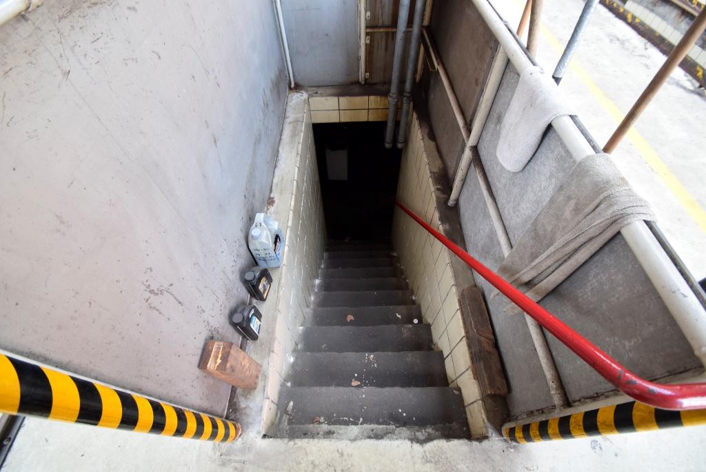 15. Treppenabgang in den Keller