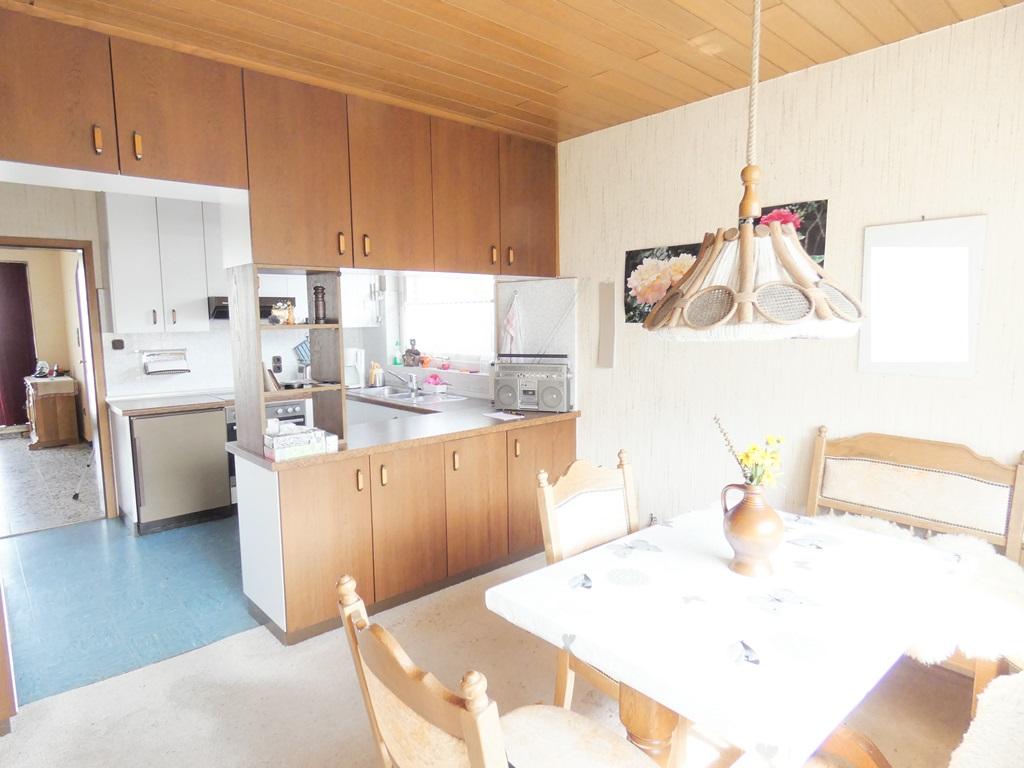 Esszimmer mit Blick in die offene Küche