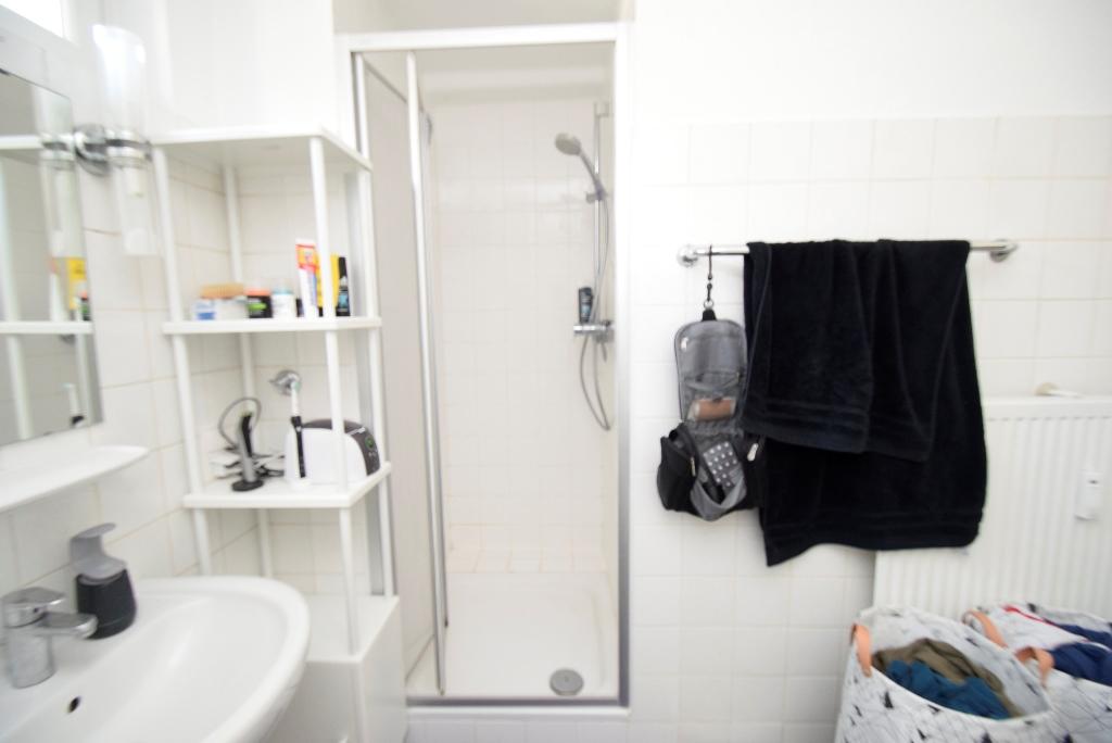 18. Dusche