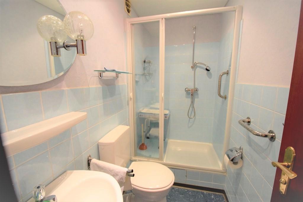 Innenliegendes Bad mit Dusche + Lüftung