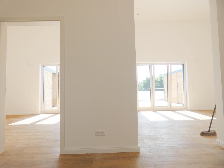 Eingang zu Schlaf- und Wohnzimmer vom Flur