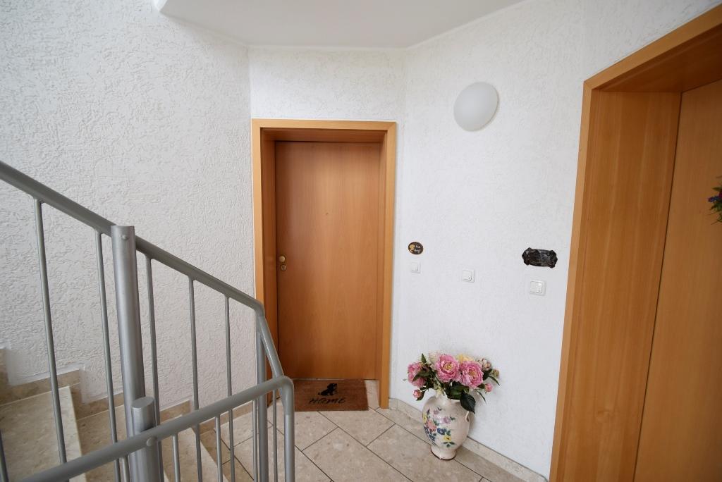 9. Wohnungseingangstür