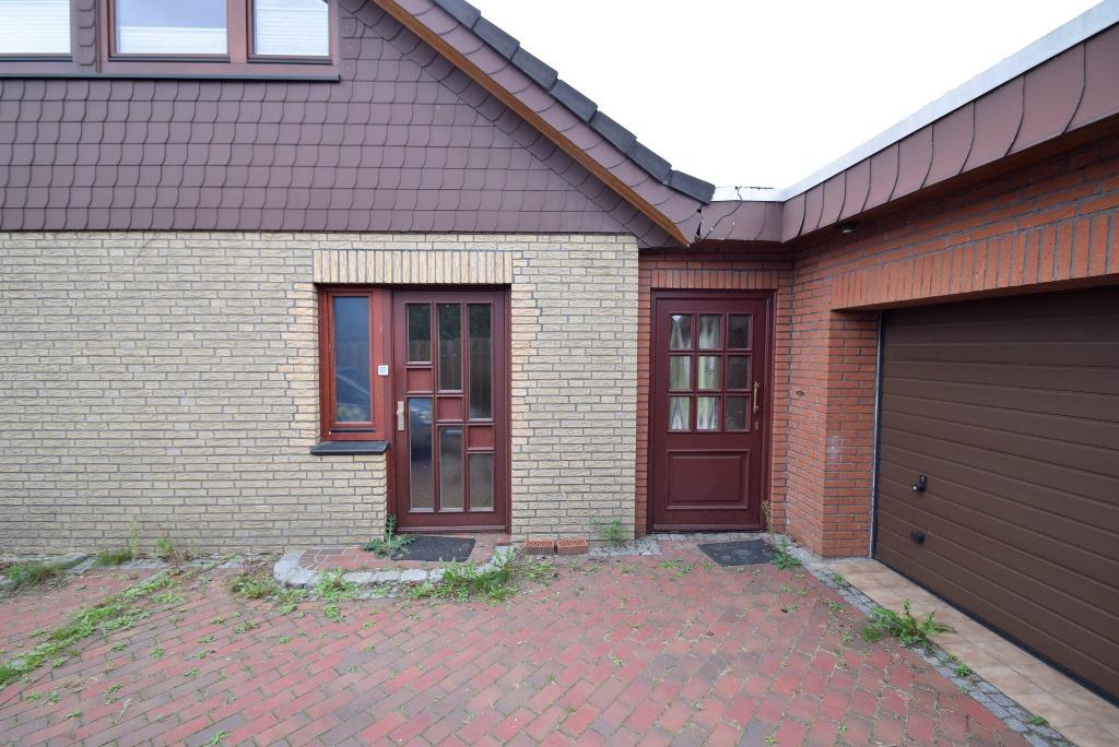 26. Tür zum Büro und rechts zur Einliegerwohnung