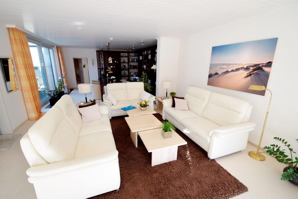 Wohnzimmer mit anschliessendem Esszimmer