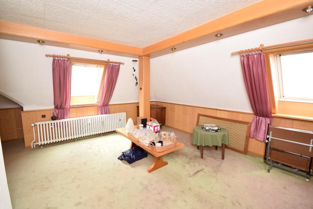 Blick ins Wohnzimmer im DG