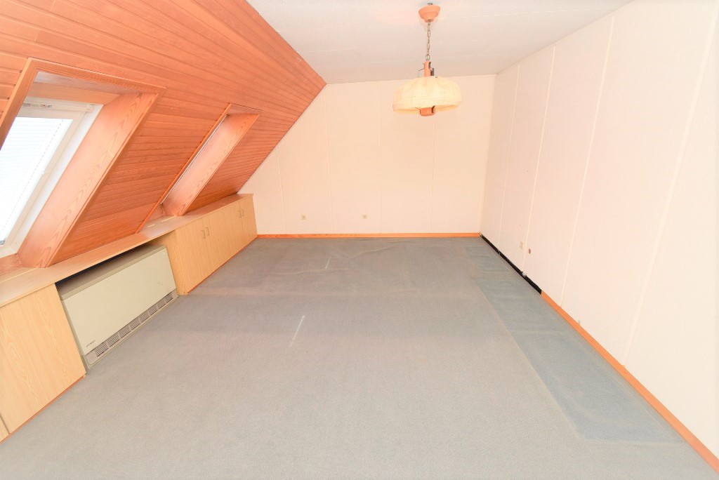 Schlafzimmer Nr. 4 im DG, Lange Schränke können trotz der Schrägen ideal gestellt werden