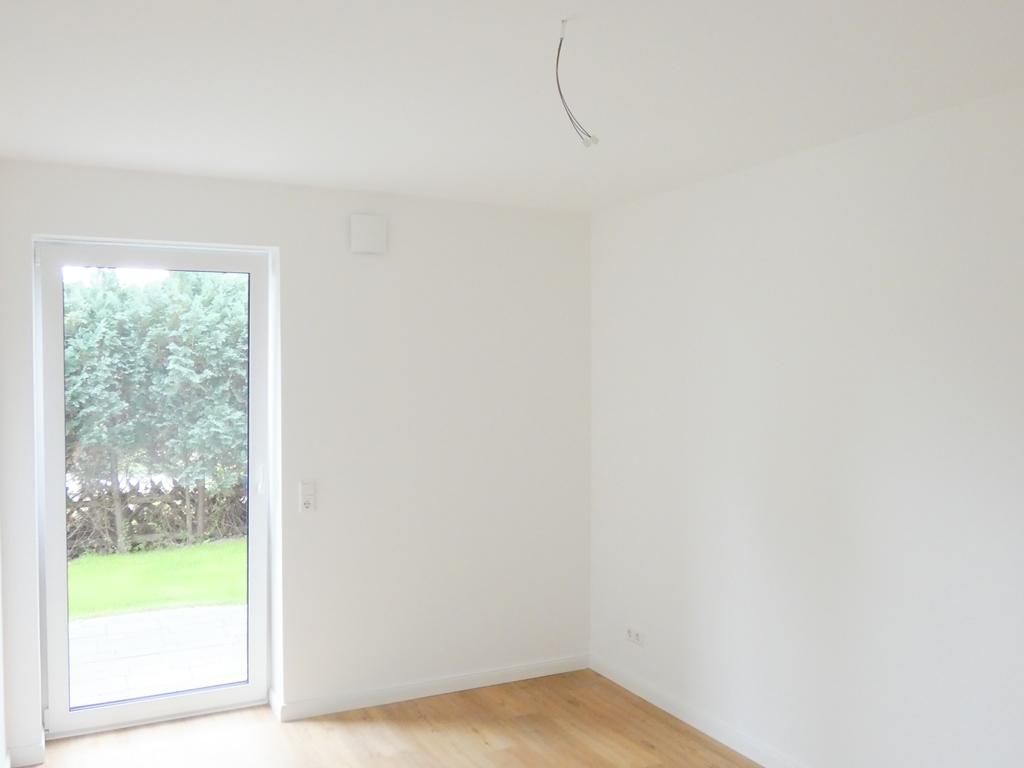 Schlafzimmer mit zweiter Terrasse