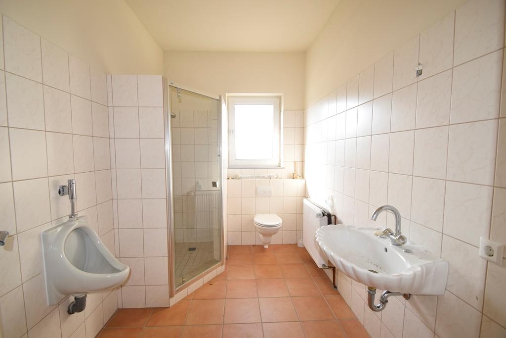 Herren WC mit Dusche