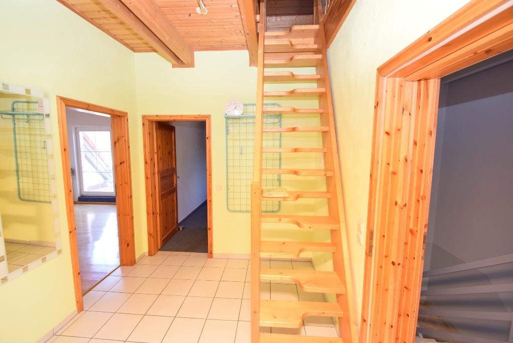 19. Treppenaufgang zum Spitzboden