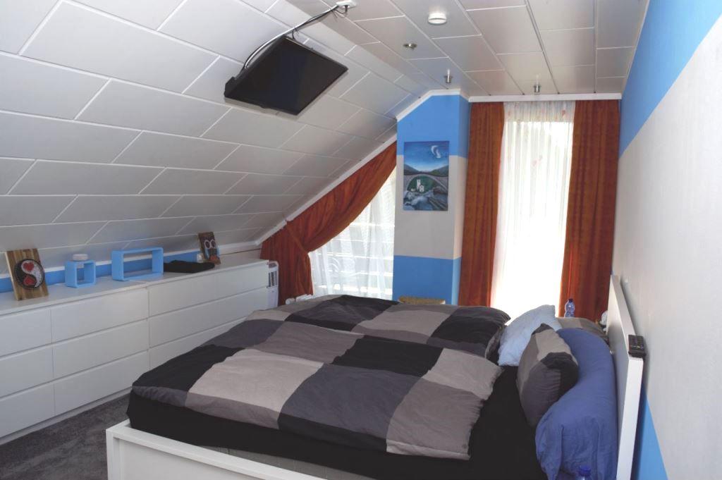 32. Blick ins Schlafzimmer
