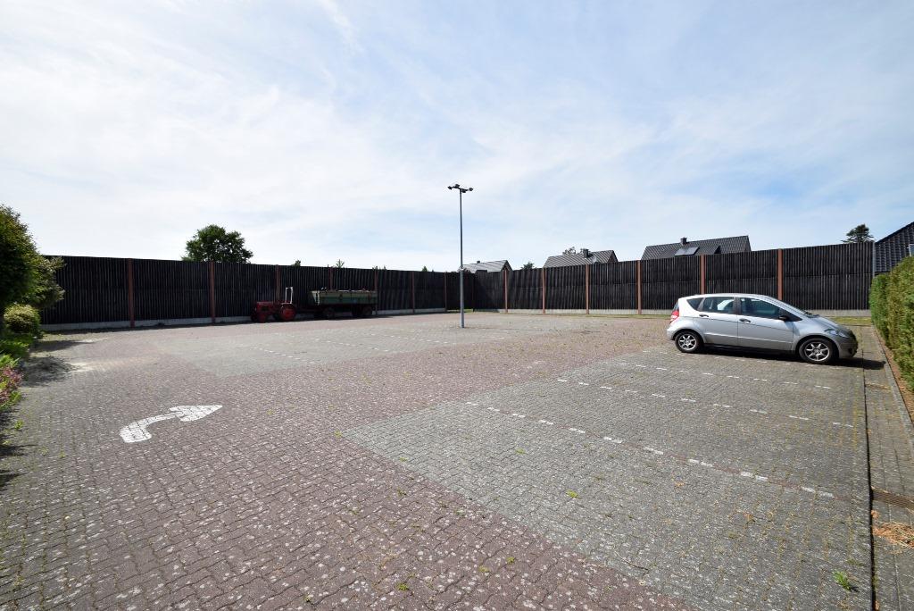 32. Parkplatz für Kunden und Personal