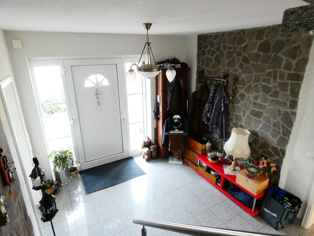 Blick von der Treppe in den Eingangsbereich