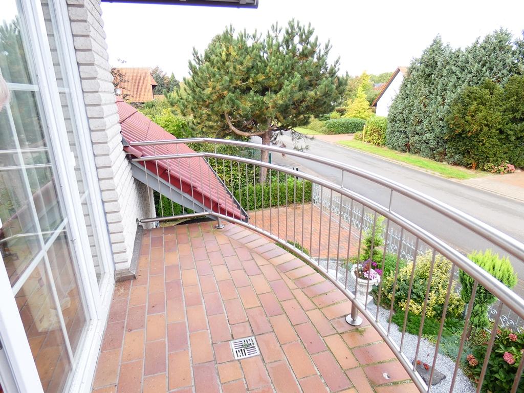 Balkon auf der Nordseite, hier können Sie wunderbar frühstücken und die seitliche Ost-Sonne genießen